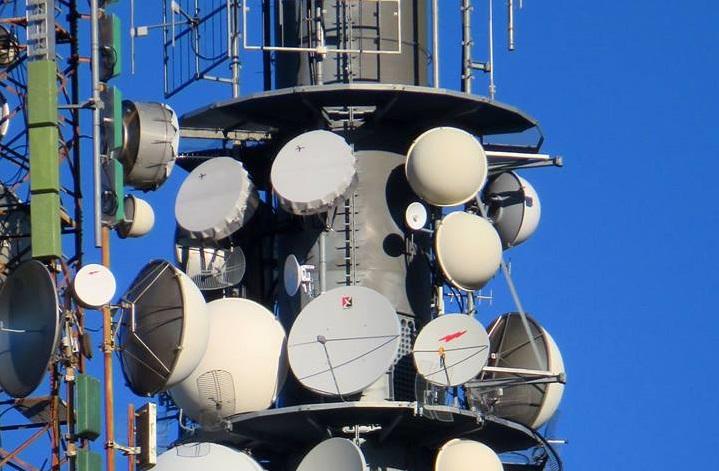 antenne varie parabole radio e tv 1 - Radio locali. Stanno veramente scomparendo? Agcom: banda satura a Roma e Bari e non esiste provincia che non abbia oltre 10 canali radiofonici ricevibili in FM