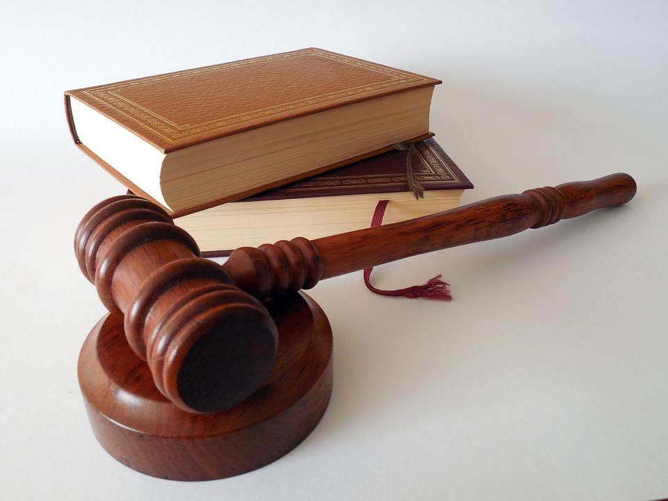 polizza assicurativa avvocati 1 - Professionisti. La polizza per gli avvocati è obbligo di legge.Il Cnf offre polizza in convenzione a tutela della professione e contro gli infortuni