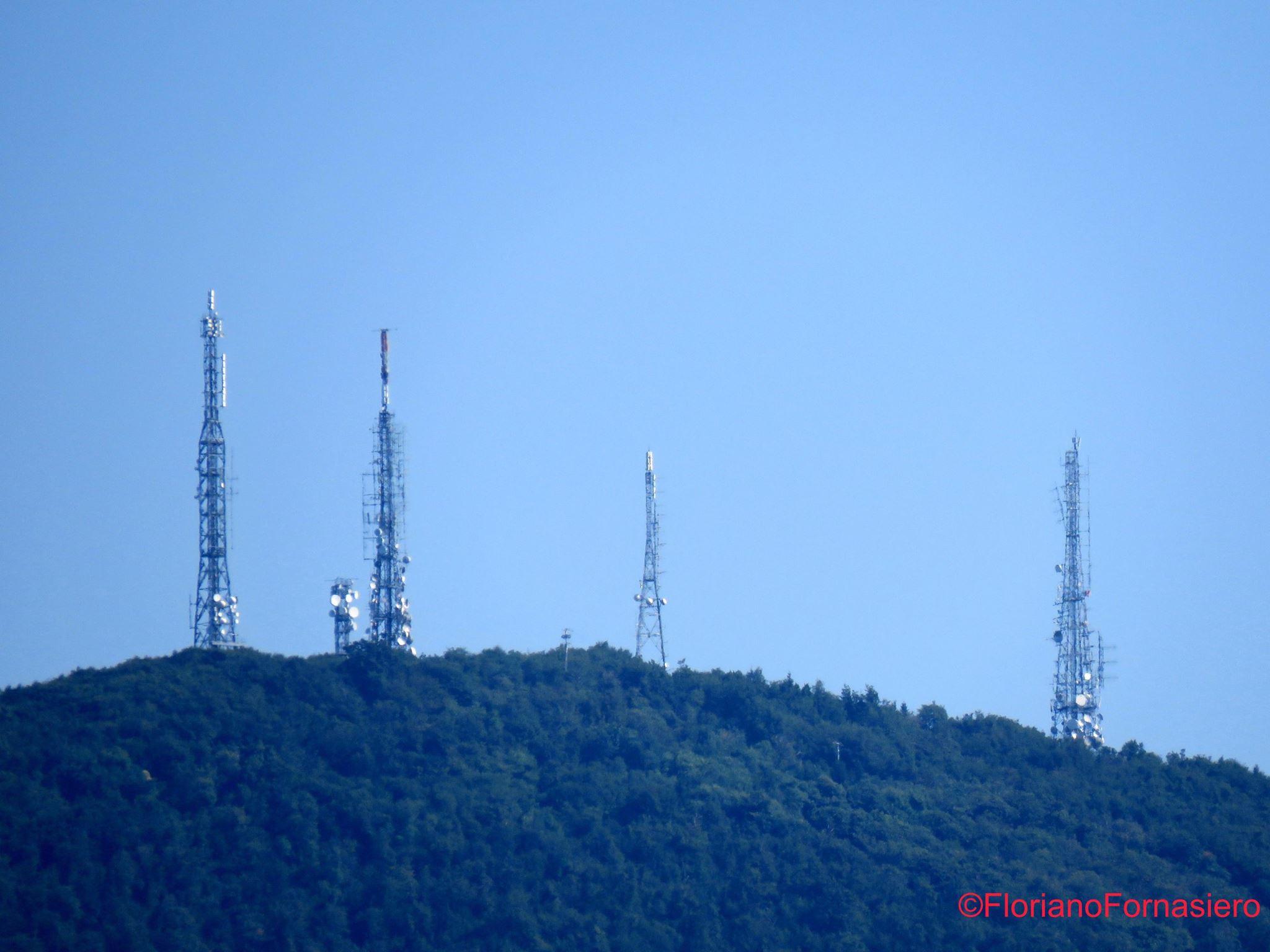 tralicci sequenza 2  - Radio e Tv. Pubblicata la L. 205/2017: roadmap per 5G e T2 passando per DAB+ e obbligo ricevitori radio digital. Graduatorie anche per FMSA e adeguamento LCN