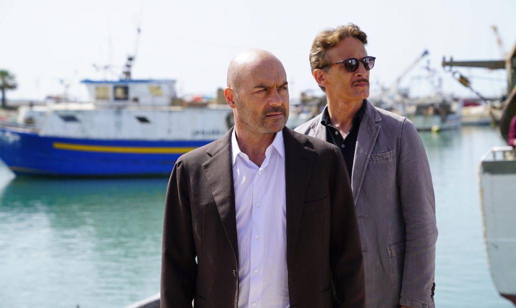 Luca Zingaretti e Cesare Bocci 1030x615 - Tv. Rai 1 cambia rotta, prime time trasversale raduna millennials e laureati davanti allo schermo