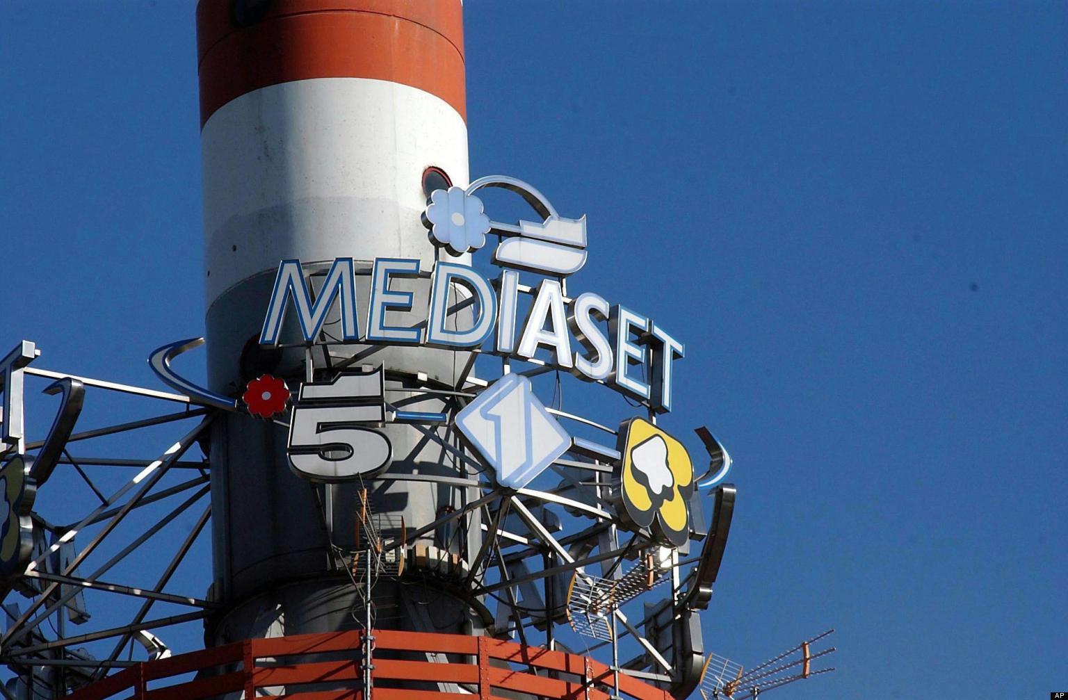 Mediaset - DTT. Unica offerta (inferiore alle aspettative sul piano economico) per i diritti d'uso di Persidera dalla coppia Rai Way e F2i. Fuori dai giochi Discovery ed Ei Towers