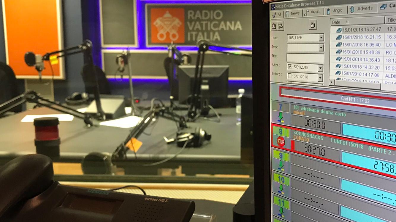 Radio Vaticana studio 1 - Radio. Mons. Viganò (Radio  Vaticana): indispensabile multipiattaforma. In DTT faremo nuovo modello visual e pensiamo ad aggregatore IP cattolico