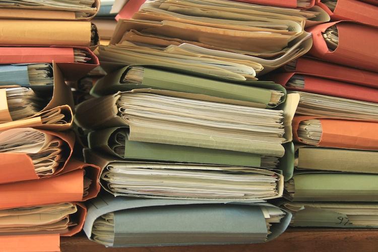 burocrazia carte documenti - Radio e Tv/P.A. Può veramente il Ministero dello Sviluppo Economico gestire l'era 4.0 con 600 emittenti da gestire per ogni funzionario?