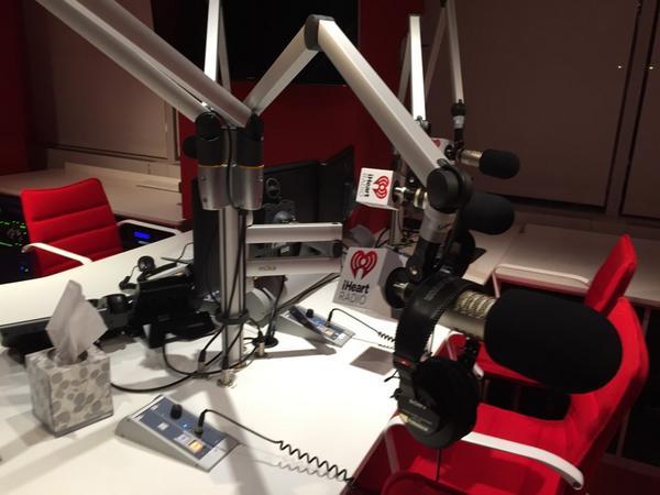 iheart radio studio 1 - Radio, USA. Il colosso iHeart ancora alle prese con 20 miliardi di dollari di debito. Si studia transazione coi creditori ma intanto si spinge verso nuovo modello di business IP