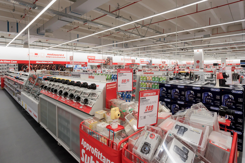 scaffali elettronica centro commerciale - Radio 4.0. Il mercato prende atto che nell'indoor la tv è il device più prossimo all'utente dopo lo smartphone. E gli originari nemici si scoprono alleati