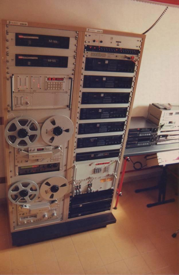 Radio Base Parma - Radio libere. Il notturno: tra equilibrismi e peripezie nell'era dei nastri magnetici
