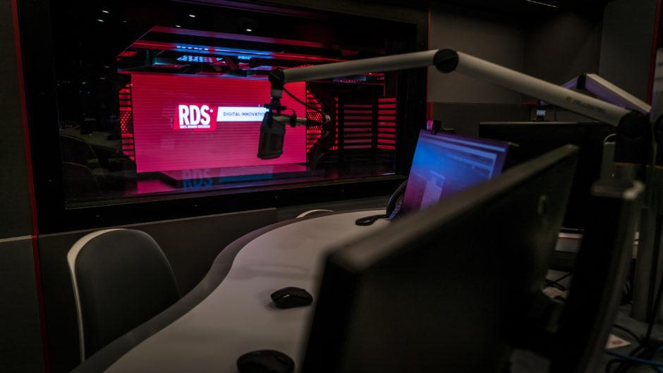 RDS nuova sede a Milano - Radio locali. Moria inevitabile o assestamento del mercato? Ogni giorno chiudono emittenti. Allo stato tre modelli: indipendenti, semindipendenti e dipendenti da terze contribuzioni. Ecco il quadro