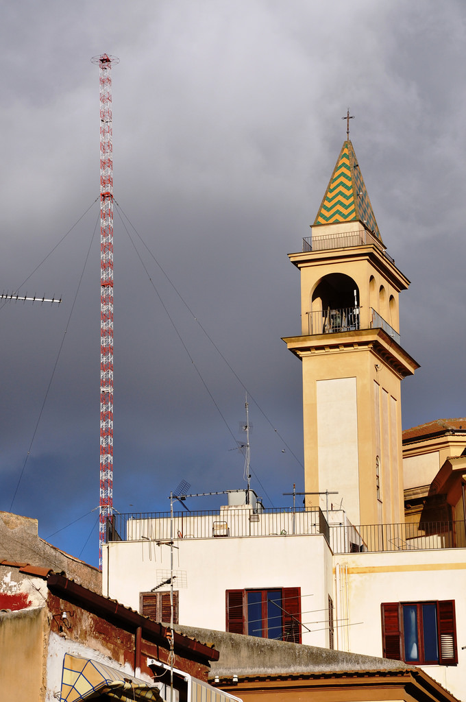 antenna campanile traliccio - Radio. La moria delle emittenti religiose e la conversione delle piccole commerciali in comunitarie