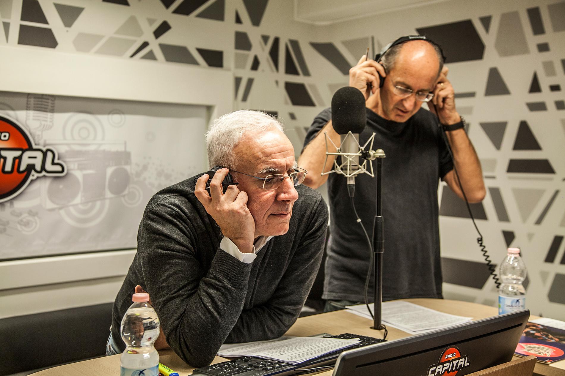 Massimo Oldani Radio Capital - Radio. La coppia vacilla come relazione sociale stabile, ma diventa elemento imprescindibile nelle trasmissioni