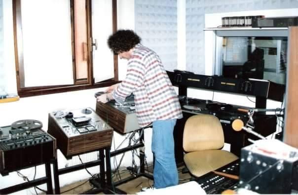 Radio libere Roberto Vettorato - Radio. Le caratteristiche che il nuovo millennio ha consegnato all'oblio: le sigle