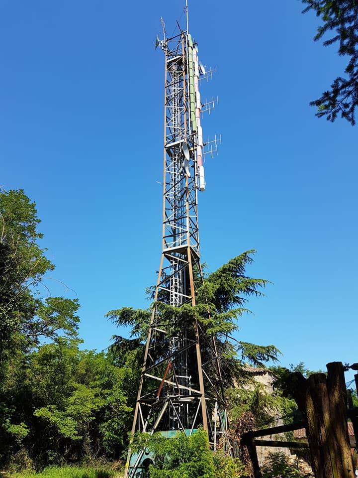 traliccio antenne UHF e FM - Tv. Ministro dello Sviluppo Economico su Twenty Twenty: la tv tradizionale è finita. Modello Netflix italiano prima che sia troppo tardi