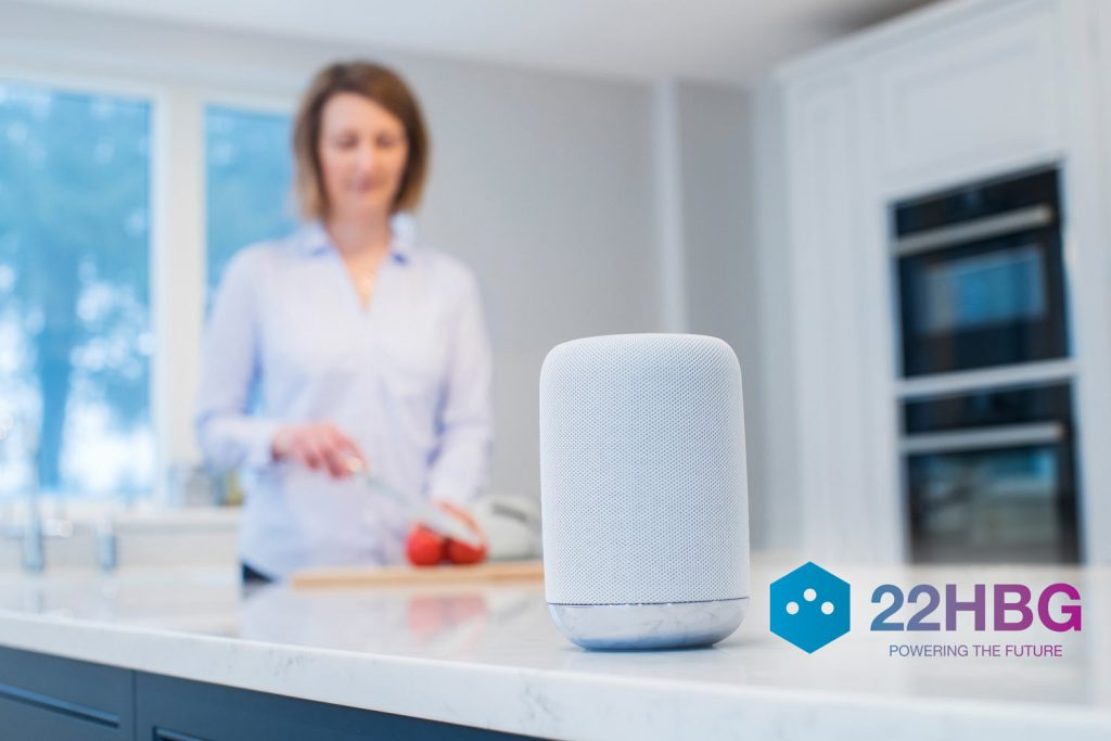 22hbg smart speaker in cucina - Radio e Tv. 15° Rapporto Censis: Radio giu' di quasi 3 punti. Cala ascolto in auto, su IP. Boom smart tv e IP Tv in generale