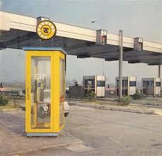 cabina telefonica monitor autoradio - Radio. In macchina tra passato e futuro: autoradio come test per le prove tecniche di trasmissione ai tempi delle emittenti libere