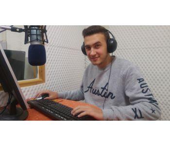 Radio Anaunia - Radio locali. Trentino: il piccolo miracolo di Radio Anaunia, l'emittente di Cles che trasmette dal 1978. Quarant'anni in onda con convinzione e un po' d'orgoglio, senza mai litigare
