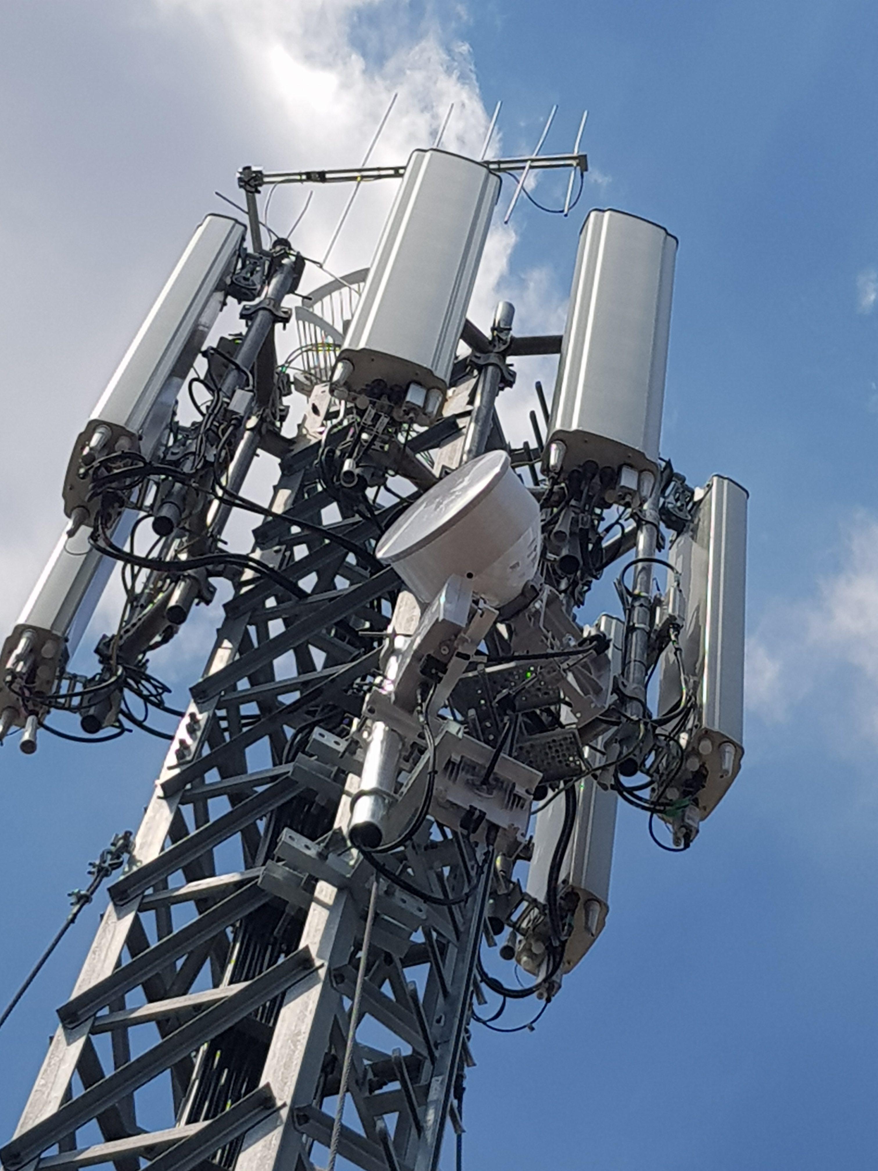 antenna consultmedia e1564561090309 - Towering. Condominio e installazione antenne sui tetti. Cassazione qualifica contratto che concede all'impresa di installare impianto. La sentenza delle S.U. n. 8434/20