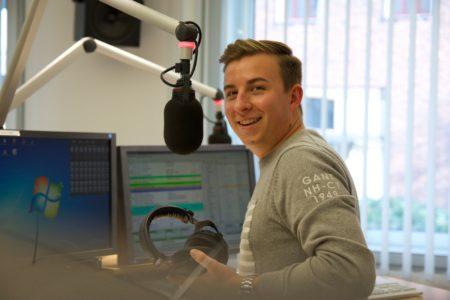 thgfm5 - Radio. I giovani amano ancora la Radio? Mats Großmann: da thgFM a NRW. La Radio è un sentimento, non una playlist in modalità shuffle