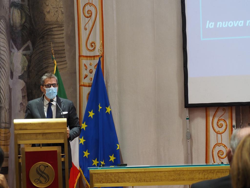 Alberto Barachini Presidente della Commissione di Vigilanza Rai - Web & società. Terzo Rapporto Auditel-Censis: 3,5 mln di famiglie senza uno smartphone. Totalmente isolate durante il lockdown