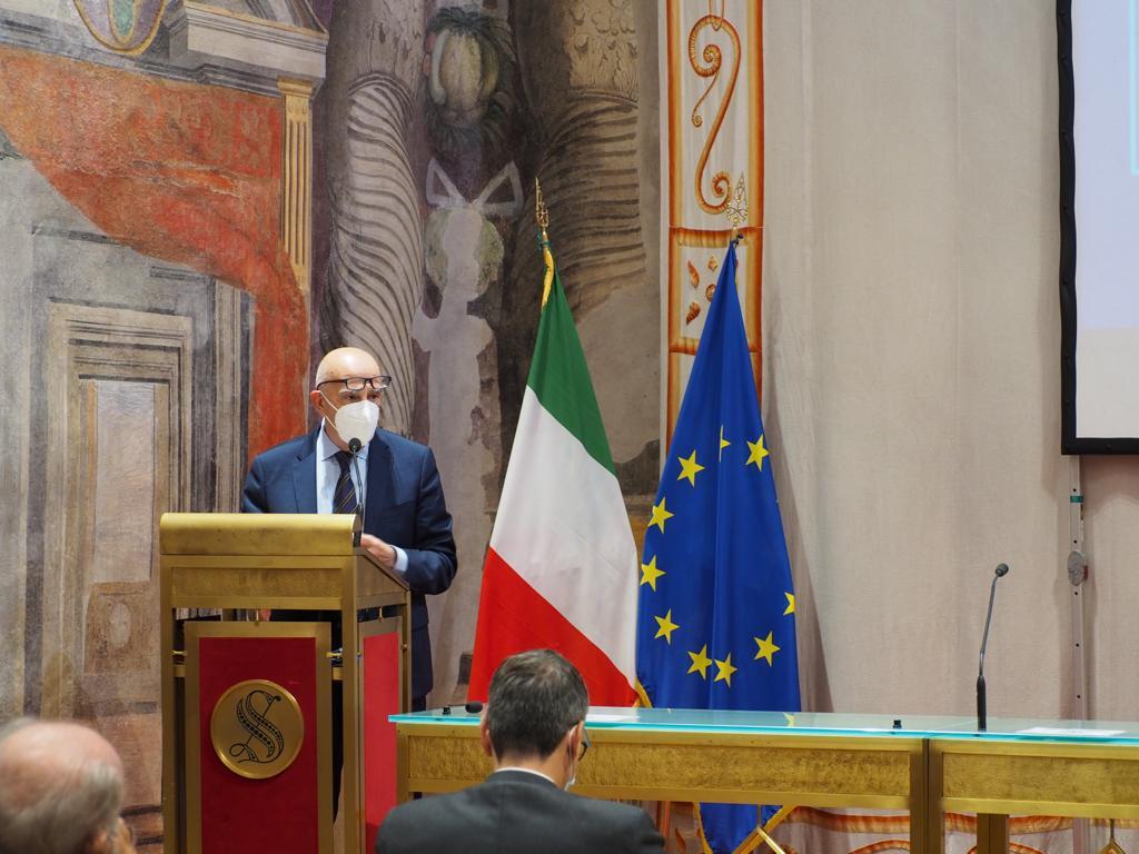 Gian Carlo Blangiardo Presidente Istat - Web & società. Terzo Rapporto Auditel-Censis: 3,5 mln di famiglie senza uno smartphone. Totalmente isolate durante il lockdown