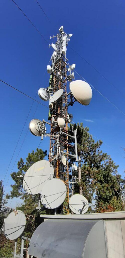 foto antenne traliccio tv radio 498x1024 - Radio e Tv Locali. Il Consiglio di Stato ribadisce: il DPR 146/2017 sui contributi è legittimo