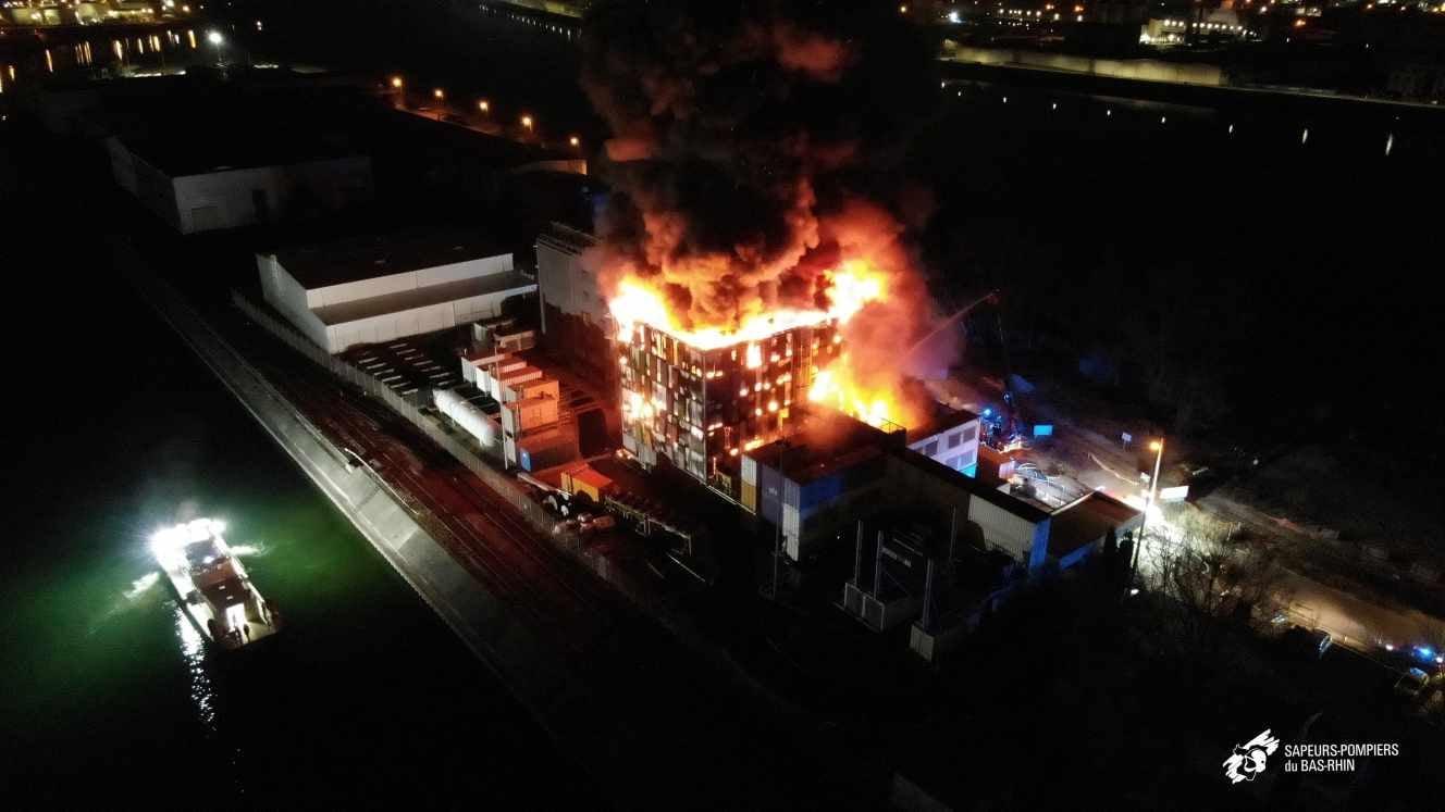 OVH siti offline 1 - Media. Disastro OVH: 3,6 milioni di siti colpiti. Ma l'immagine dei container distrugge la credibilità più del fuoco