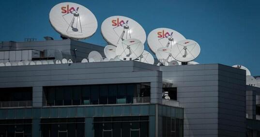 sky - TV. Black out DAZN. La piattaforma accusa pubblicamente Comcast (cioè Sky) per problemi tecnici. A sua volta Sky dà risalto alle disavventure del concorrente