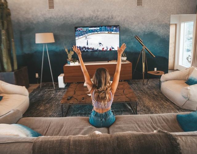 home2 - TV. Nielsen annuncia The Gauge, una metodologia di rilevazione degli ascolti che integra lineare e streaming. Con il plauso di Netflix