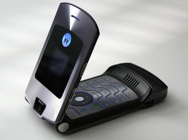 motorola razr flip phone1 - Web. Cos'è e chi c'è dietro Il software Pegasus, utilizzato nel mondo intero da parte di governi centrali per spiare attivisti e giornalisti