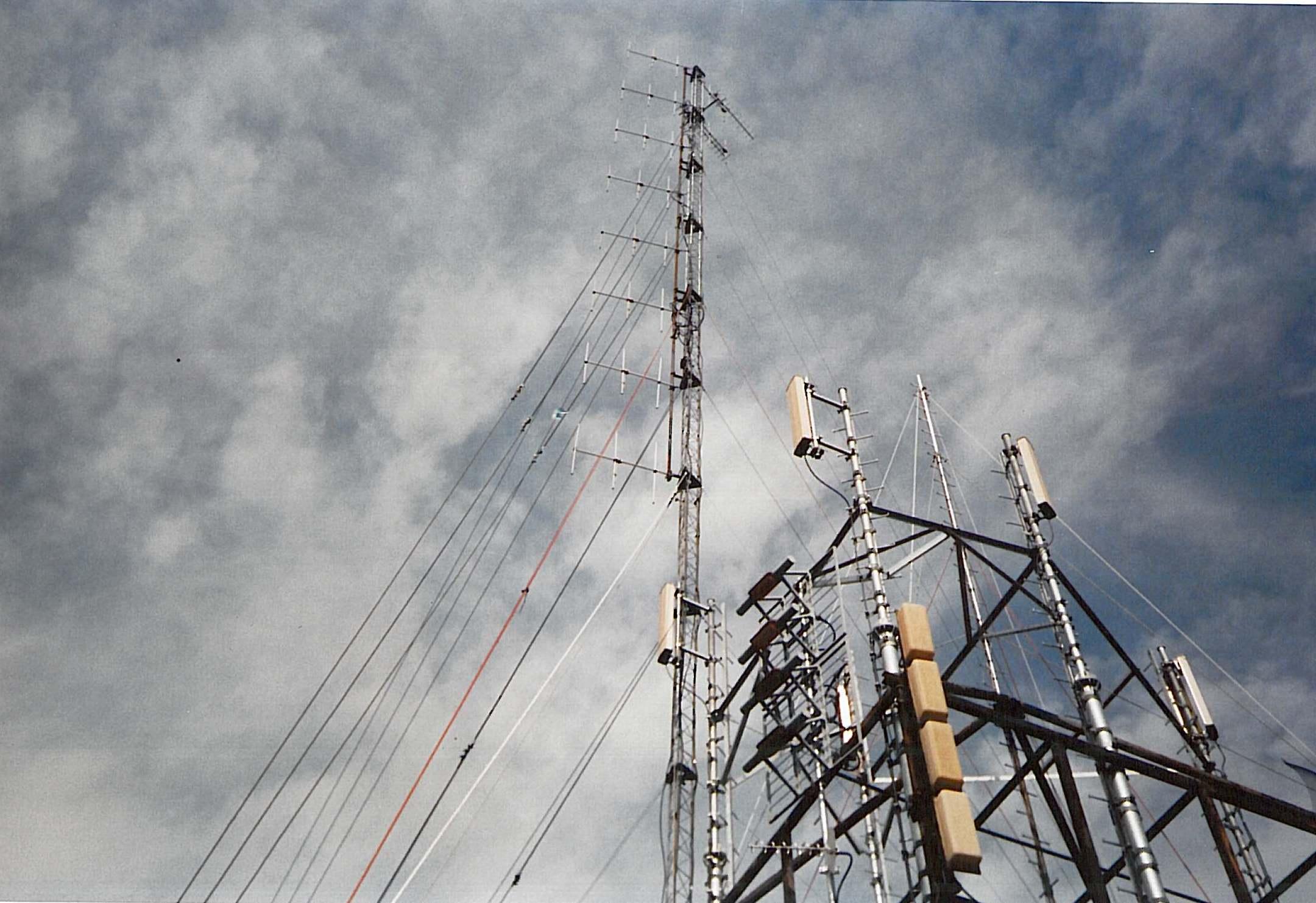 Antenne Torre Eureka Nerviano - Radio. In macchina tra passato e futuro: autoradio come test per le prove tecniche di trasmissione ai tempi delle emittenti libere