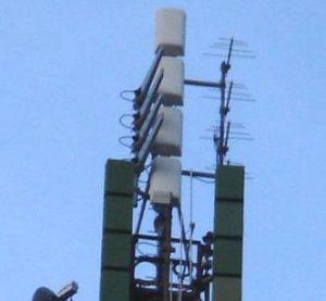 antenne pannelli UHF 300x277 - Tv locali, Calabria: Reggio Tv licenzia 16 dipendenti su 19. FNSI non ci sta: situazione non chiara