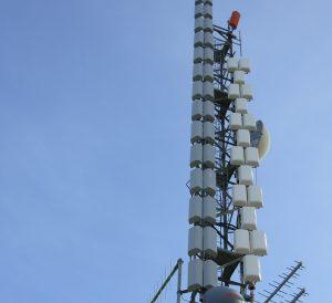 antenne pannelli tv Valcava 300x274 - Tv locali, Calabria: Reggio Tv licenzia 16 dipendenti su 19. FNSI non ci sta: situazione non chiara